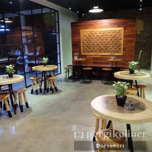 Foto 6 - Interior di The CoffeeCompanion oleh Darsehsri Handayani