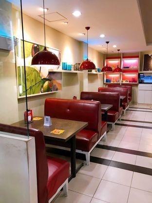 Foto 12 - Interior di Pizza Hut oleh yudistira ishak abrar