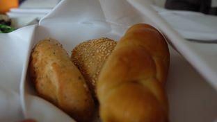 Foto 6 - Makanan di The Cafe - Hotel Mulia oleh Sharima Umaya