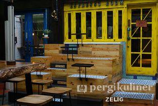 Foto 5 - Interior di Giyanti Coffee Roastery oleh @teddyzelig