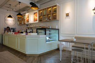 Foto 11 - Interior di Dandy Co Bakery & Cafe oleh iminggie