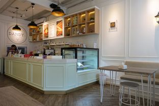 Foto 11 - Interior di Dandy Co Bakery & Cafe oleh inggie @makandll
