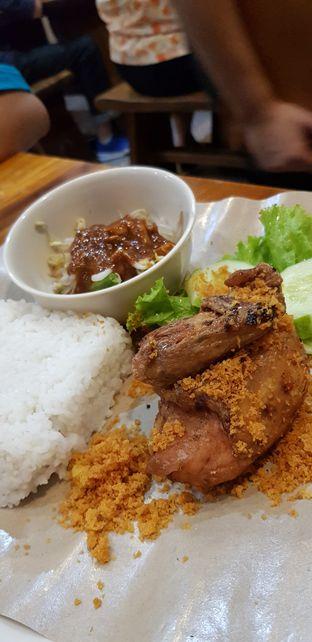 Foto 5 - Makanan di Ayam Kremes Bu Tjondro oleh Meri @kamuskenyang