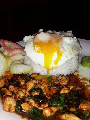 Foto 1 - Makanan(Nasi ayam kemangi) di Ayam Pedos oleh Claudia @grownnotborn.id