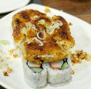 Foto 6 - Makanan(Fish Baked Roll) di Sushi Joobu oleh Yummyfoodsid
