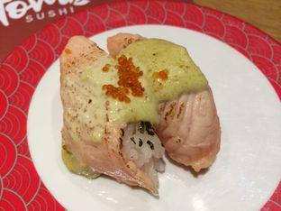 Foto 10 - Makanan(Aburi Spicy Salmon Green Mayo) di Tom Sushi oleh Irine