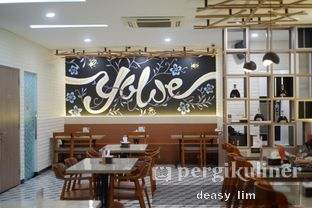 Foto 5 - Interior di Yoloe Cafe and Resto oleh Deasy Lim