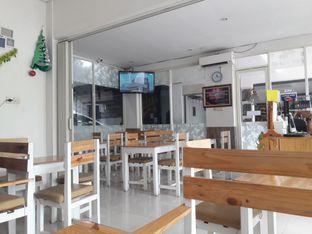 Foto 3 - Interior di Dilon Coffee oleh Nisanis