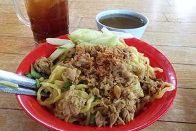 Foto Pangsit Mie Ayam Kotamadya