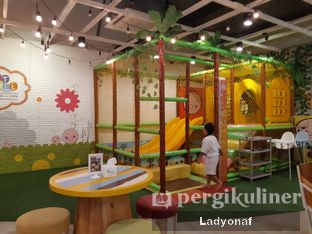 Foto 6 - Interior di Fat Bubble oleh Ladyonaf @placetogoandeat