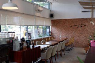 Foto 13 - Interior di Terra Coffee and Patisserie oleh yudistira ishak abrar