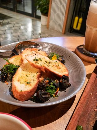 Foto 6 - Makanan di Gioi Asian Bistro & Lounge oleh thehandsofcuisine