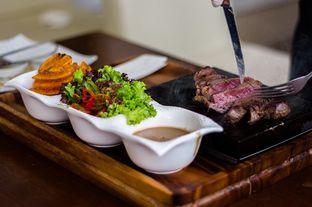Foto - Makanan(Premium Hot Stone ) di Kayanna Indonesian Cuisine & The Grill oleh Dinda Christina