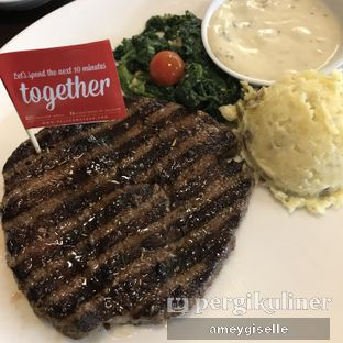 Foto - Makanan di Steak Hotel by Holycow! oleh Hungry Mommy