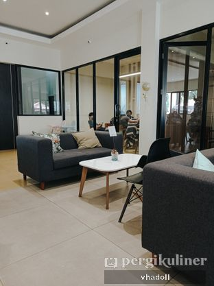 Foto 5 - Interior di Komune Cafe oleh Syifa