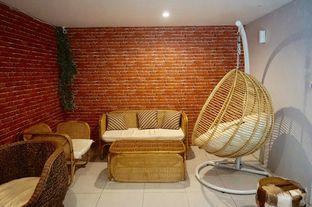 Foto 8 - Interior di Hidden Haus Coffee & Tea oleh yudistira ishak abrar