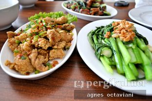 Foto 4 - Makanan(Ayam Lada Garam // Caisim Cah Bawang) di Glaze Haka Restaurant oleh Agnes Octaviani
