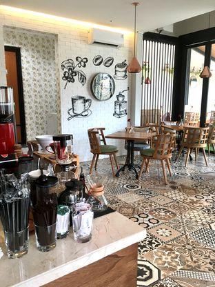 Foto 2 - Interior di Kode-in Coffee & Eatery oleh Prido ZH