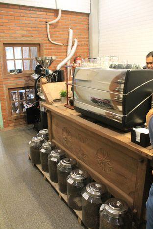 Foto 8 - Interior di Ragil Coffee & Roastery oleh Prido ZH