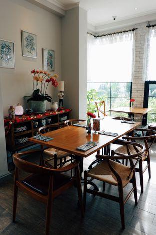 Foto 7 - Interior di Red Door Koffie House oleh Indra Mulia