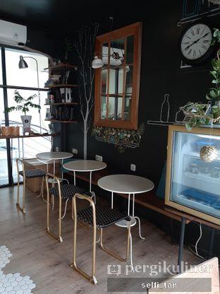 Foto 5 - Interior di Escalator Coffeehouse oleh Selfi Tan