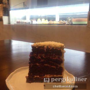 Foto 11 - Makanan(Red Velvet) di Convivium oleh Shella Anastasia