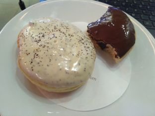 Foto 1 - Makanan di J.CO Donuts & Coffee oleh Hakim  S