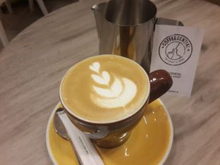 Foto 5 - Makanan(Cappuccino) di Coffeedential Roastery & Dessert oleh @stelmaris