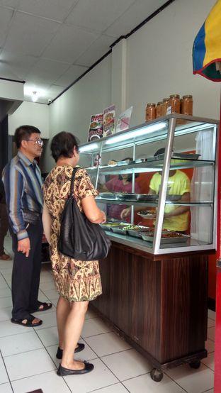 Foto 2 - Interior di Goyang Lidah oleh YSfoodspottings