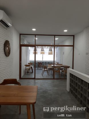 Foto 6 - Interior di Lanell Coffee oleh Selfi Tan