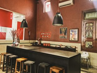 Foto 3 - Interior di Tanamera Coffee Roastery oleh @qluvfood