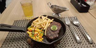 Foto 1 - Makanan(AUS sirloin steak (IDR 180k)) di Maison Tatsuya oleh Renodaneswara @caesarinodswr