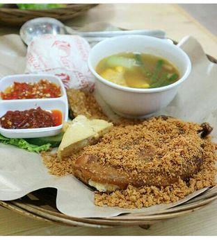 Foto - Makanan(Paket hemat A ) di Ayam Goreng Karawaci oleh ana