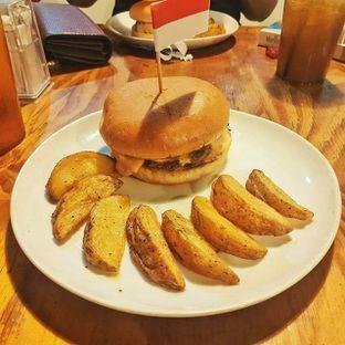 Foto 2 - Makanan(cheeseburger) di Meat Compiler oleh fatty the foodist