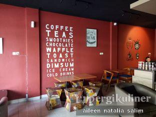 Foto 4 - Interior di Wisdom Coffee n Waffle oleh @NonikJajan
