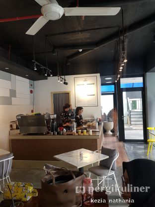 Foto 4 - Interior di Turn On Coffee & Eatery oleh Kezia Nathania