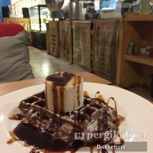 Foto 5 - Makanan(Waffle Durian) di San9a Coffee oleh Darsehsri Handayani
