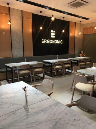 Foto 7 - Interior di Ergonomic Coffee & Lounge oleh Jeljel