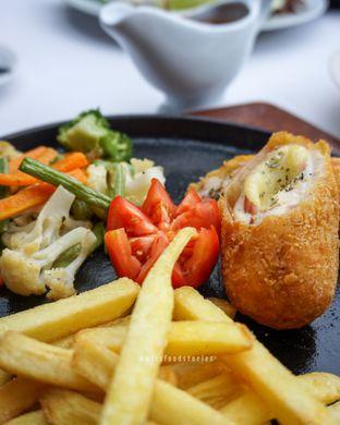 Foto 9 - Makanan di Maximo Resto & Garden - Puri Setiabudhi Residence Hotel oleh @mizzfoodstories