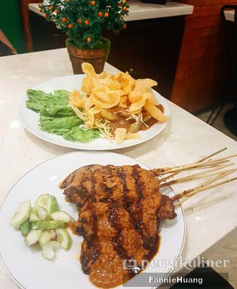 Foto Makanan di Gado - Gado Cemara