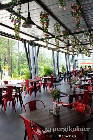 Foto 13 - Interior di The Grill House oleh Darsehsri Handayani