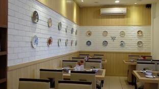 Foto 3 - Interior di Rainbow Kitchen oleh Yummyfoodsid
