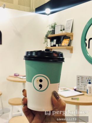 Foto 1 - Makanan(hot honey latte) di Titik Koma Coffee oleh Sienna Paramitha