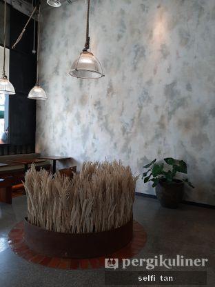 Foto 4 - Interior di Grain Traders oleh Selfi Tan