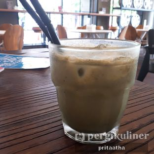 Foto 2 - Makanan(Greentea latte Cold) di Wheels and Brakes Cafe oleh Prita Hayuning Dias