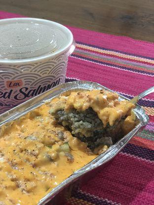 Foto - Makanan(Salmon Mentai Rice Bowl) di Lox Smoked Salmon oleh YSfoodspottings