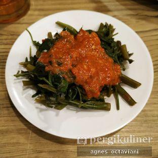 Foto 2 - Makanan(Kangkung plecing) di Ayam Betutu Khas Gilimanuk oleh Agnes Octaviani
