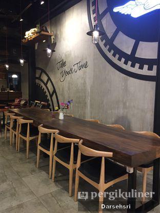 Foto 6 - Interior di Angel In Us Coffee oleh Darsehsri Handayani