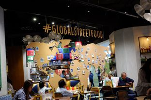 Foto 20 - Interior di The People's Cafe oleh Deasy Lim