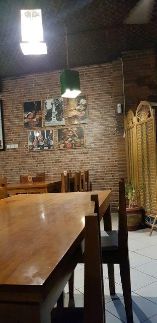 Foto 9 - Interior di Waroeng SS oleh Meri @kamuskenyang